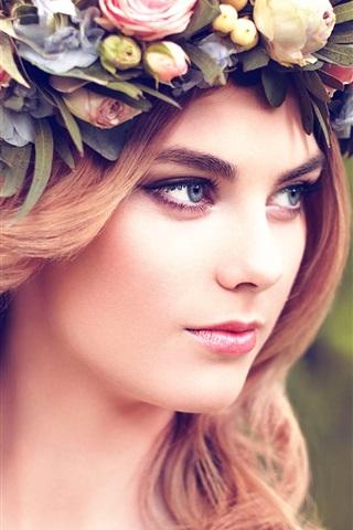 iPhone Wallpaper Blonde girl, wreath, look at side