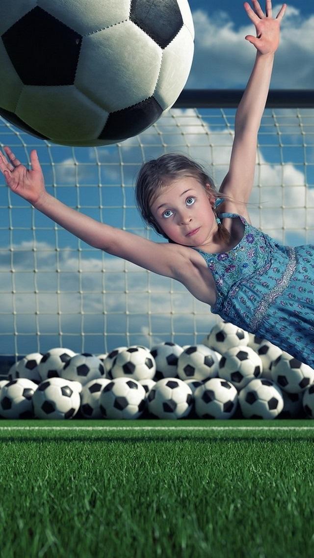 Kind Madchen Defensiv Fussball Springen 640x1136 Iphone 5