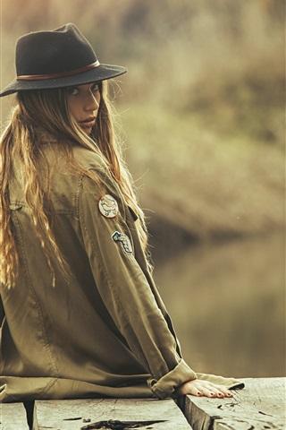 iPhone Wallpaper Girl look back, hat
