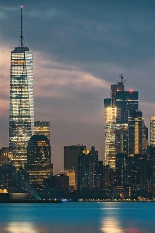 ニューヨーク 自由の女神 高層ビル 街並み 海 夜 ライト 640x1136 Iphone 5 5s 5c Se 壁紙 背景 画像