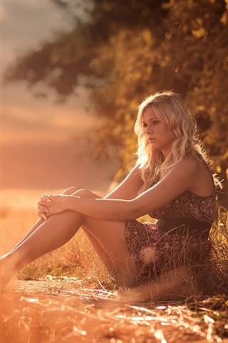 iPhone Wallpaper Summer, girl, legs, grass, heat, sunshine