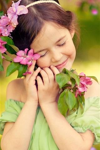 iPhone Wallpaper Childhood, little girl, smile, like flowers