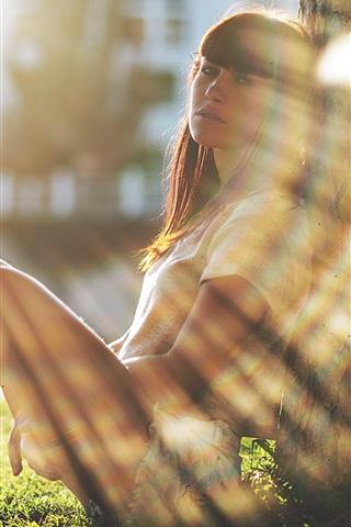iPhone Wallpaper Girl sit at tree side, sunshine, glare