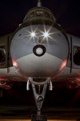 iPhone Wallpaper Strategic bomber front view, night