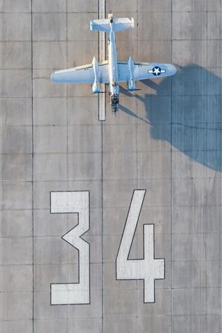 iPhone Wallpaper Airport, plane, runway, top view