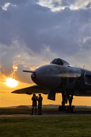 iPhone Wallpaper Avro Vulcan, bomber, airfield, dawn