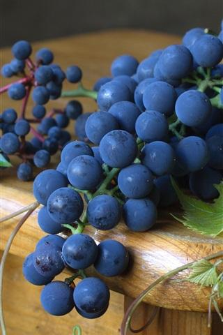 iPhone Wallpaper Black grapes, fruit