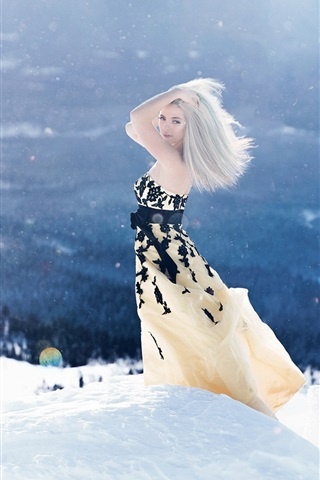 iPhone Wallpaper Blonde girl in the winter, thick snow