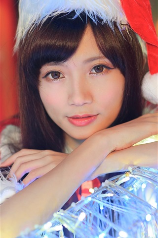 iPhone Wallpaper Christmas Asian girl, hat, lights