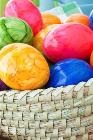 iPhone Обои Красочные пасхальные яйца, корзина, кролик, тюльпаны