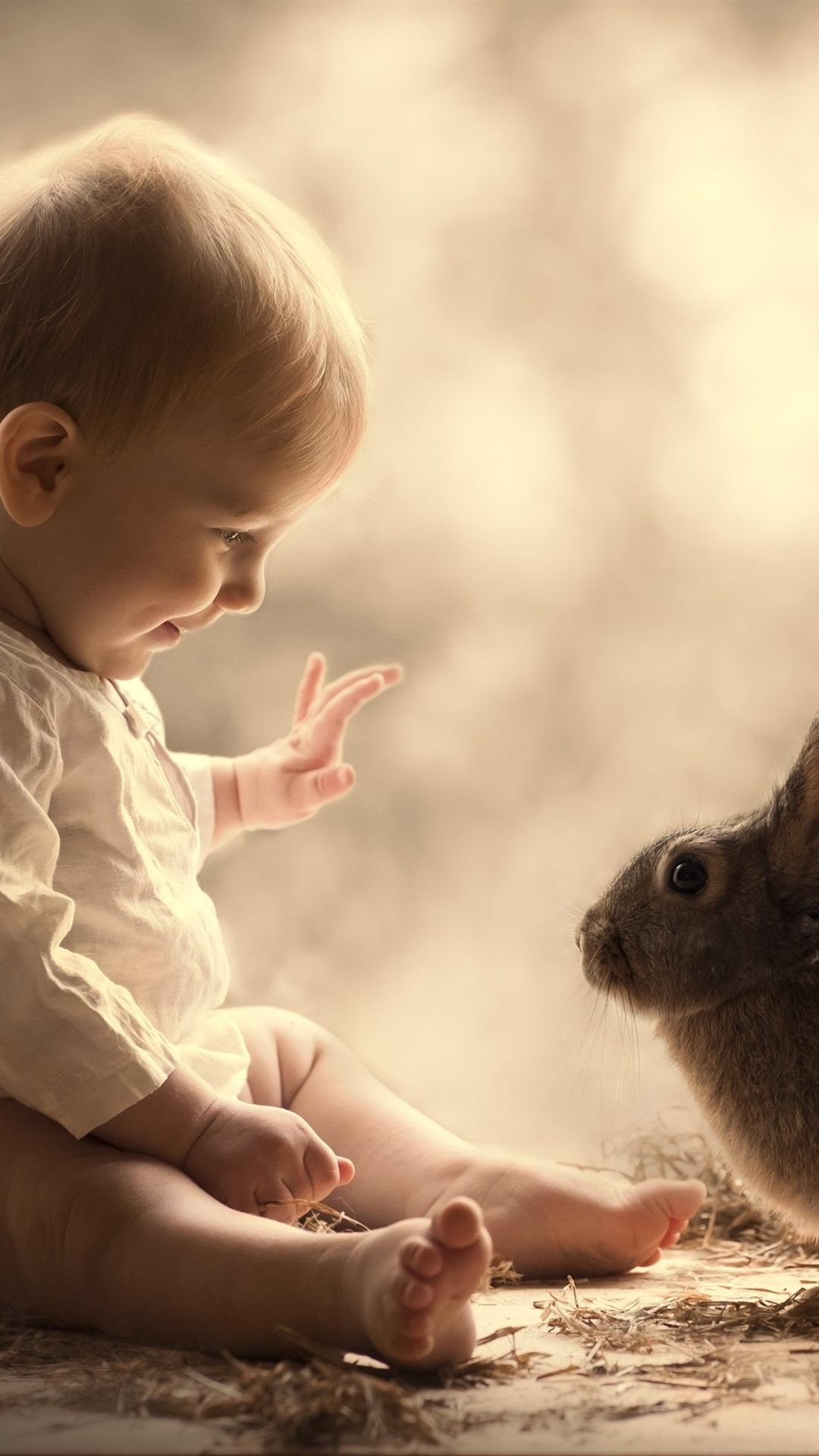 かわいい赤ちゃんとグレーウサギ 1080x1920 Iphone 8 7 6 6s Plus 壁紙