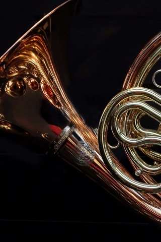 iPhone Wallpaper French horn, black background