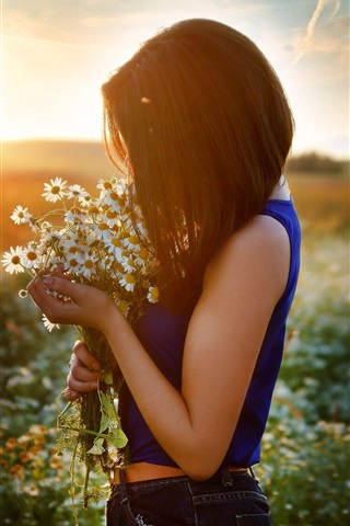 iPhone Wallpaper Girl and chamomile, flowers field, sunset