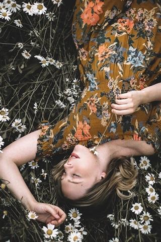 iPhone Wallpaper Girl sleep in chamomile flowers field