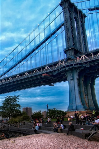 iPhone Wallpaper Manhattan, New York, bridge, river, people, dusk, clouds, blue sky, USA