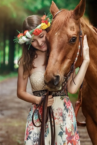 iPhone Wallpaper Smile girl and brown horse