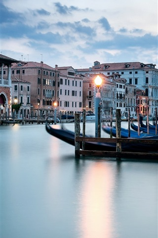 iPhone Wallpaper Venice, river, boats, houses, lights, dusk