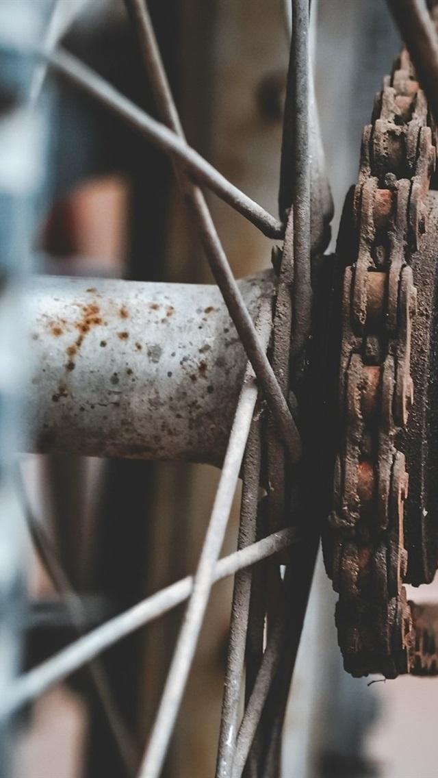 Bike Wheel And Chain Rusty 640x1136 Iphone 5 5s 5c Se