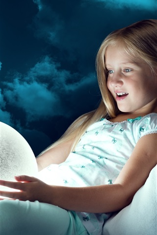 iPhone Wallpaper Child girl look at moon ball, light, joy