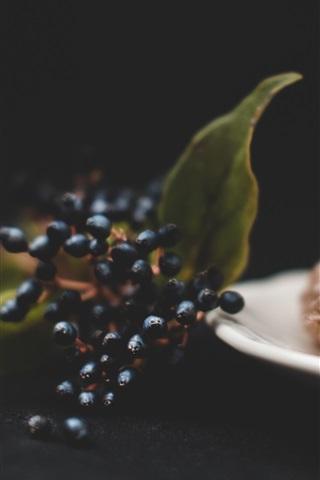 iPhone Wallpaper Berries and bread, darkness