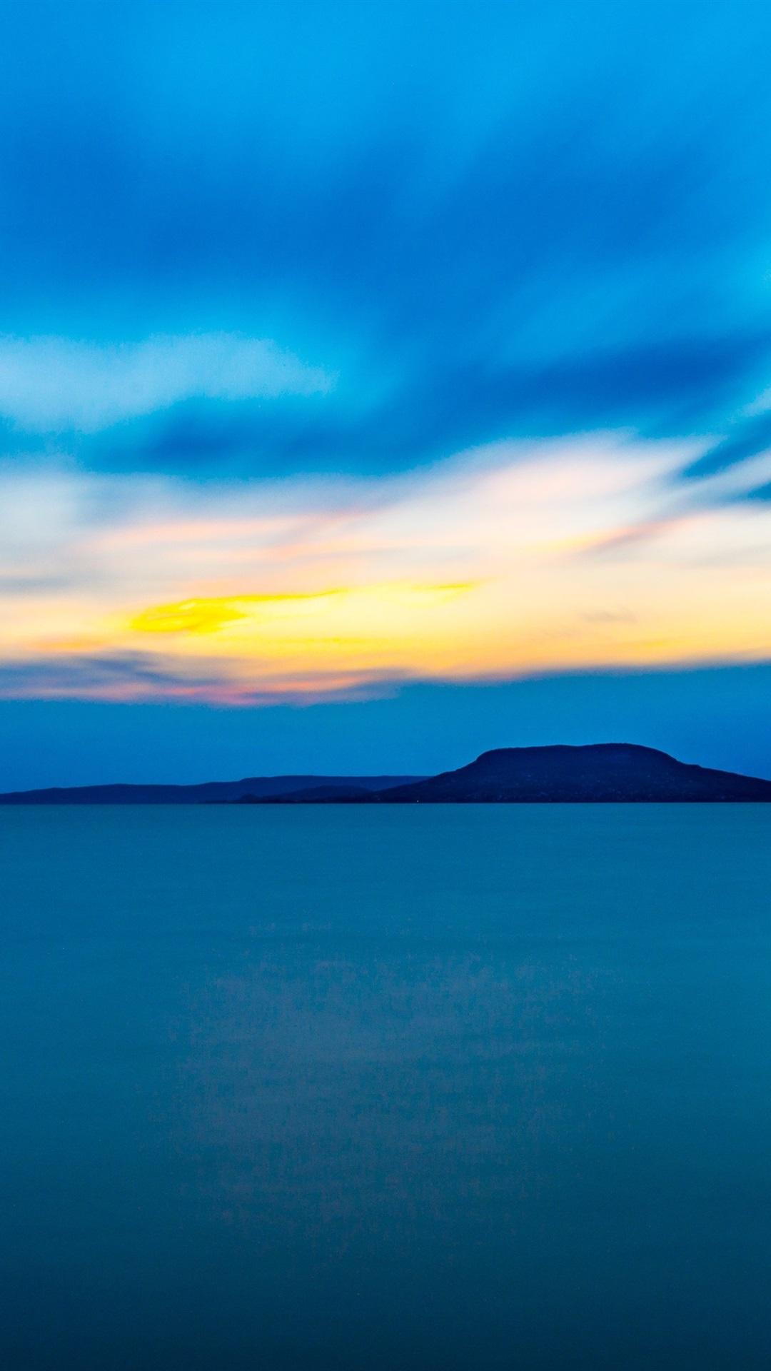 夜 海 山 青い夕暮れ 1080x19 Iphone 8 7 6 6s Plus 壁紙 背景 画像