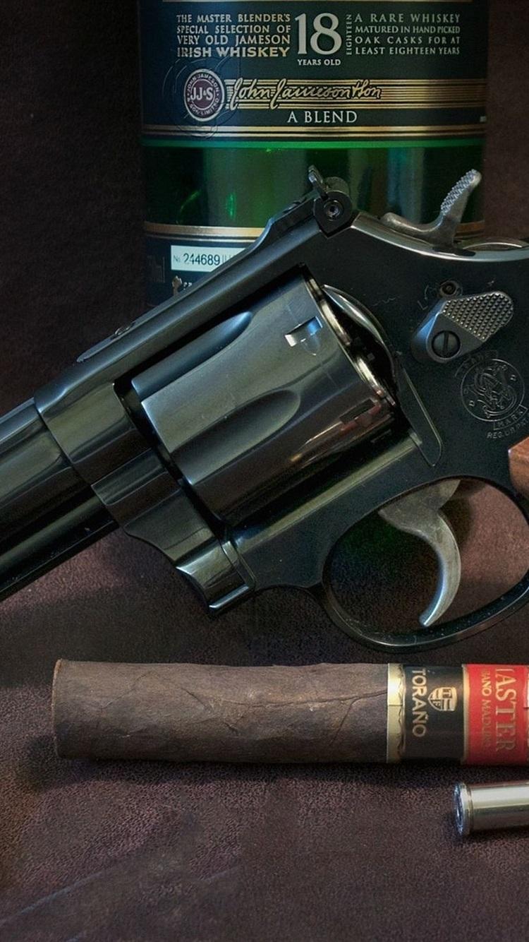 リボルバー 銃 ウイスキー 葉巻 武器 750x1334 Iphone 8 7 6 6s