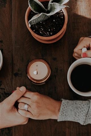 iPhone Papéis de Parede Duas xícaras de café, duas mãos, amor