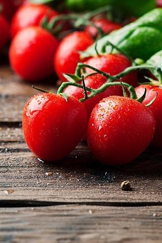iPhone Wallpaper Vegetables, tomatoes, water drops, wood board