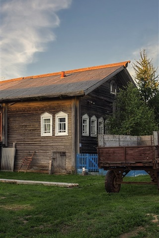 iPhone Wallpaper Arkhangelsk oblast, village, houses, tractor, grass, Russia