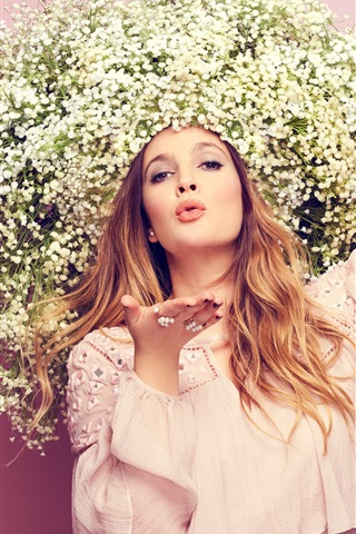 iPhone Wallpaper Girl, flowers hat, flying kiss