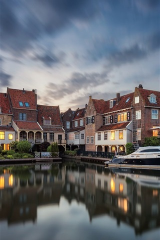 iPhone Wallpaper Netherlands, Enkhuizen, houses, lights, river, yacht, dusk