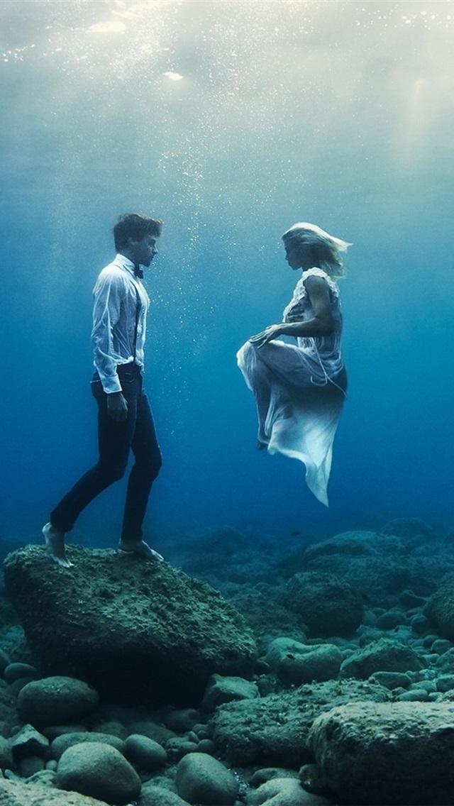 Underwater Boy And Girl 640x1136 Iphone 5 5s 5c Se