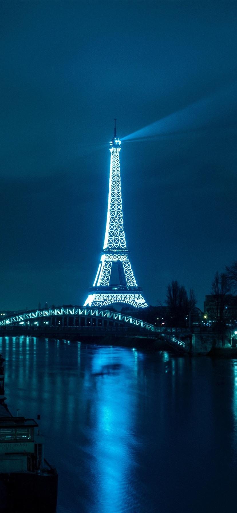 エッフェル塔 川 橋 道路 イルミネーション 夜 パリ フランス