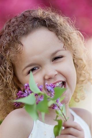 iPhone Papéis de Parede Cachos felizes menina, flores lilás