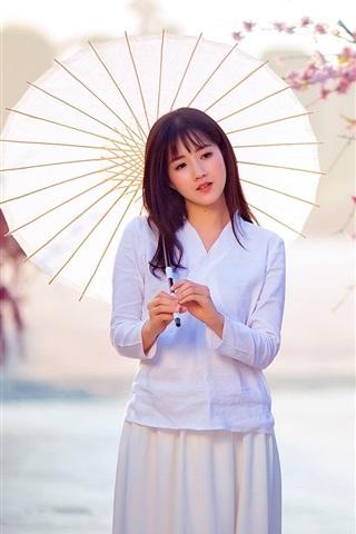 iPhoneの壁紙 アジアの女の子、白いドレス、傘、さくら