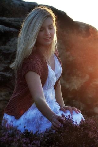 iPhone Wallpaper Blonde girl, flowers, fog, morning, glare