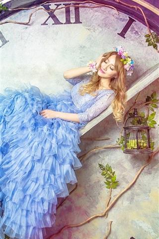 iPhone Wallpaper Blue skirt girl, big clock