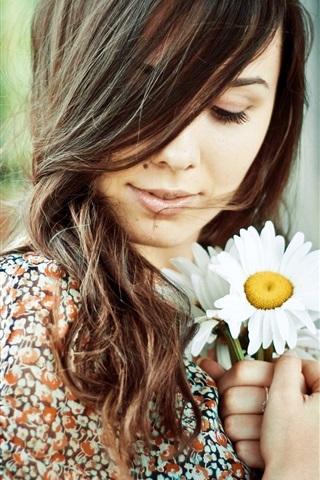 iPhone Wallpaper Brunette girl, chamomile in hands