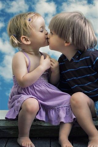 iPhone Papéis de Parede Bonito, criança, menina, e, menino, beijo, janela, nuvens