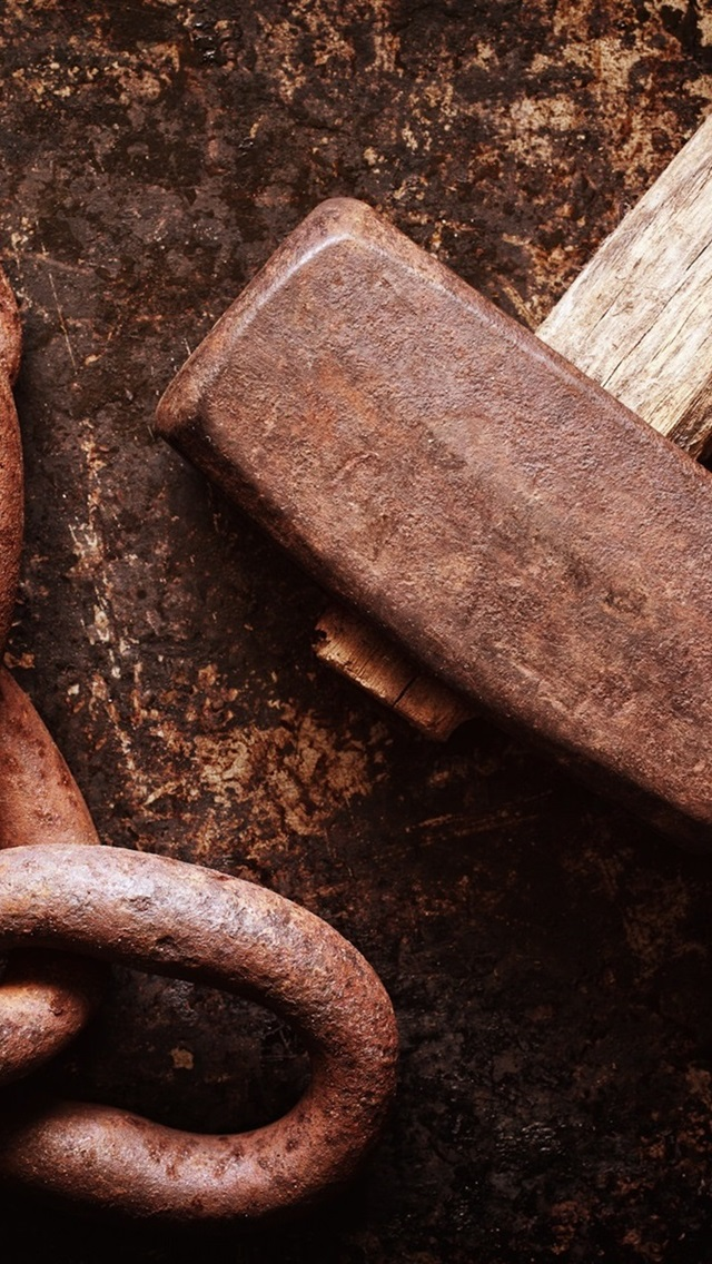 Hammer And Chain Rusty 640x1136 Iphone 5 5s 5c Se Wallpaper