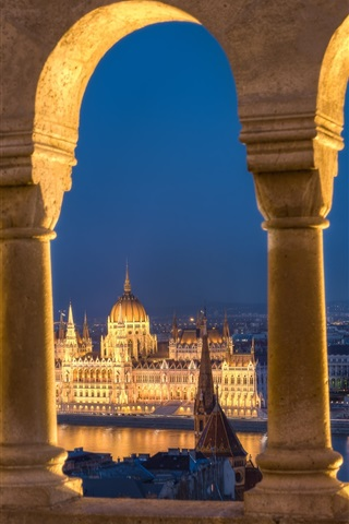 iPhone Wallpaper Hungary, Budapest, Danube river, Parliament, lights, river, arch
