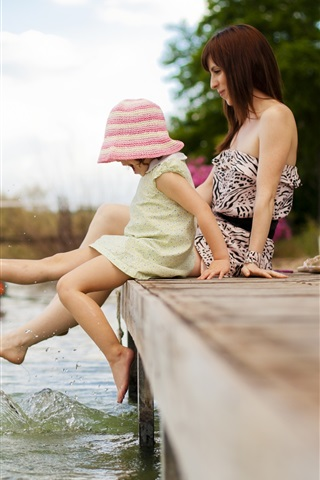 iPhone Wallpaper Little girl and her mother play water