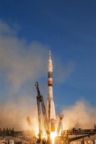 iPhone Wallpaper Soyuz TMA-19M rocket start to spaceflight