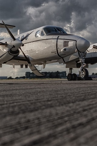 iPhone Wallpaper Beechcraft C-12U Huron combat aircraft