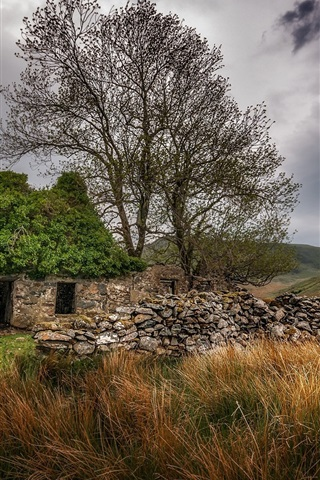 iPhone Wallpaper Stone house, grass, trees, clouds, countryside