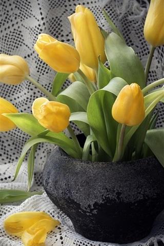 iPhone Wallpaper Yellow tulips, black vase
