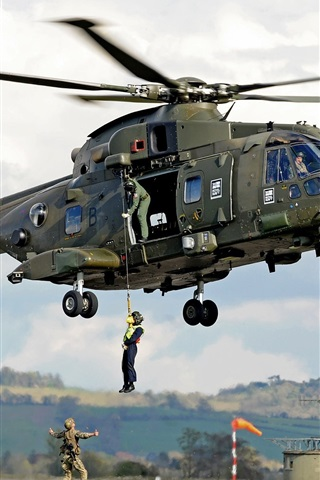 iPhone Wallpaper AgustaWestland AW101 helicopter, soldiers