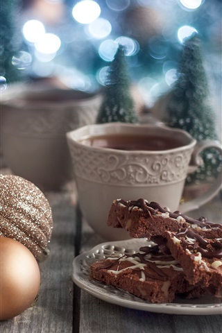 iPhoneの壁紙 チョコレートケーキ、クリスマスボール、コーヒー