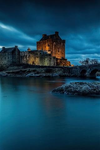 iPhone Wallpaper Eilean Donan Castle, Scotland, night, lake