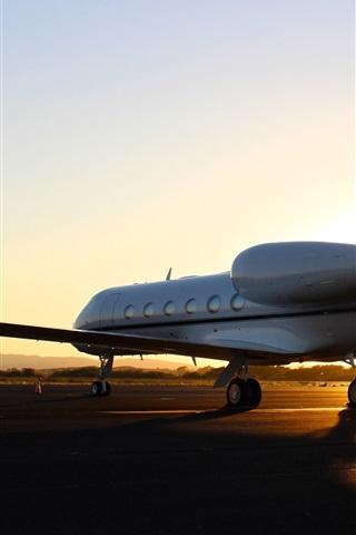 iPhone Wallpaper Gulfstream G450 plane, runway, airport, sunset
